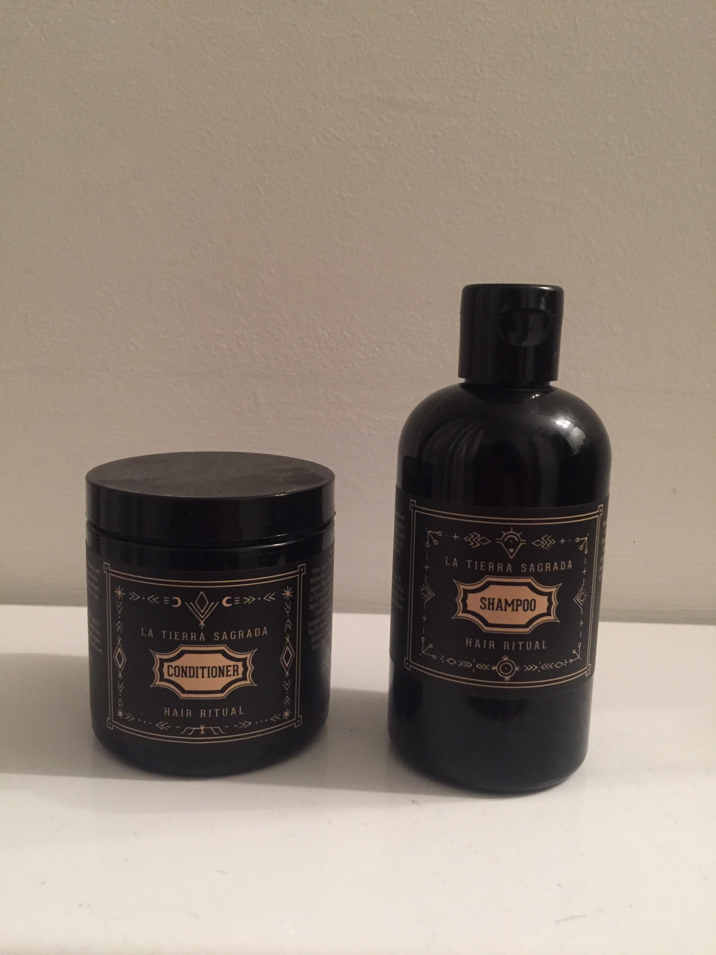 La Tierra sagrada shampoo and conditioner - used 1x